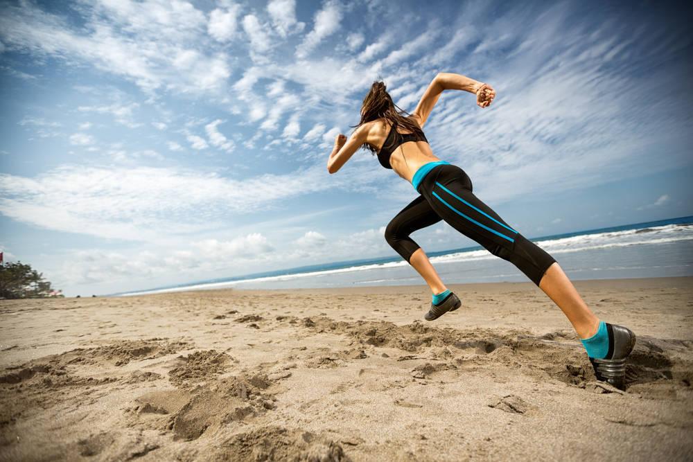 Los beneficios de hacer ejercicio en la playa